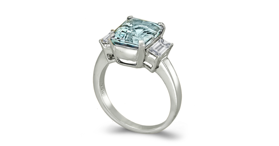 Aquamarine ring with 2 side baguette cut diamonds