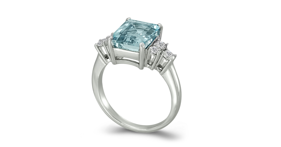 Aquamarine ring with 3 round cut diamonds in each side