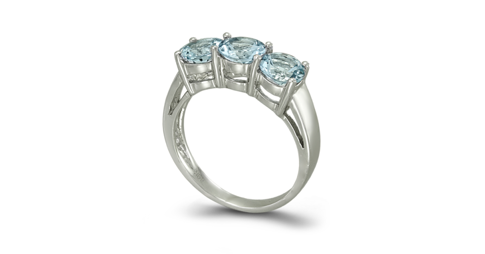 Ring with 3 round aquamarines